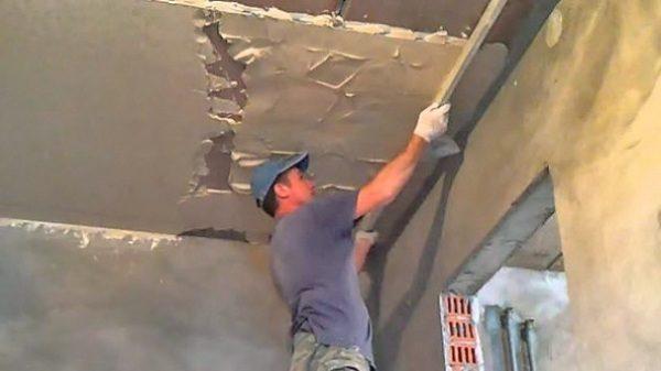 Ровнять потолок своими руками тяжело и недёшево