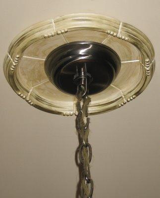 Светильник, установленный на розетку