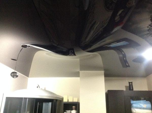С натяжным потолком вам даже не угрожает потоп сверху