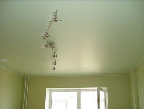 Такой потолок в квартире станет идеальным решением для любителей неброской роскоши