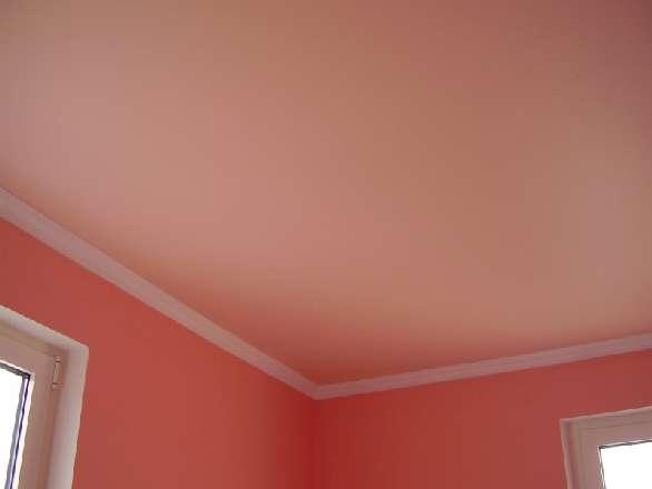 Сатиновый натяжной потолок в классическом стиле