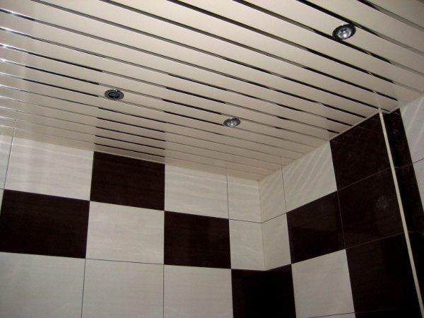 Сборка реечного потолка