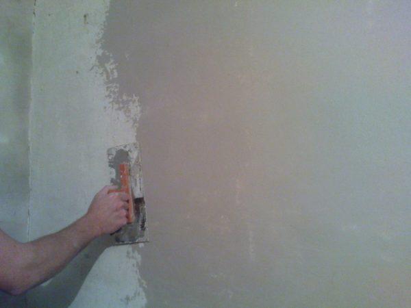 Шпатлевание стены