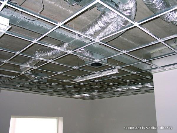 Кассетные потолки могут спрятать коммуникации и все дефекты перекрытия; однако заметно уменьшают высоту помещения.