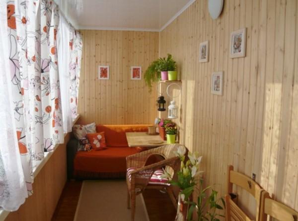 Шторы способны балкон превратить в уютную комнату!
