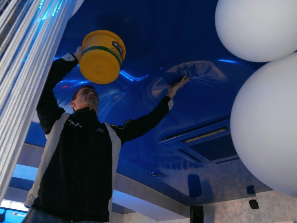 Вода на натяжном потолке: разглаживание - типичная ошибка ликвидации последствий