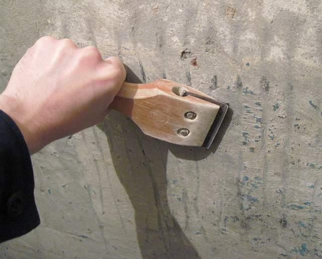 Снятие с потолка краски – необходимое мероприятие