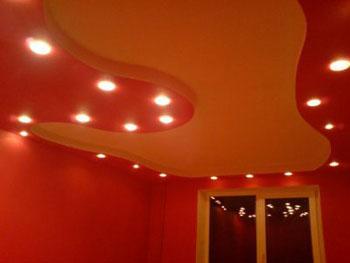 Потолок в «теплых» оттенках