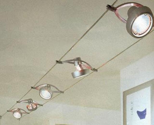 Пример использования потолочной шины для монтажа светильников