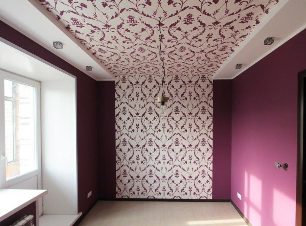 Совмещение рисунка на стене и потолке дает интересный эффект