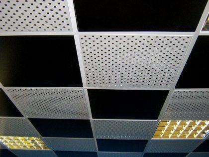 Монтаж ПВХ панелей на потолок: практическое руководство
