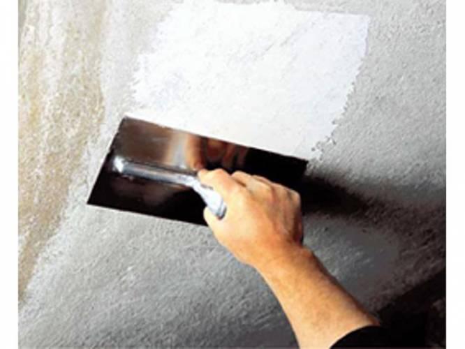 Подготовка потолка к поклейке обоев