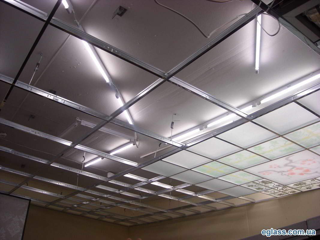 Перед нами обыкновенный кассетный потолок, использующий не вполне традиционный материал.