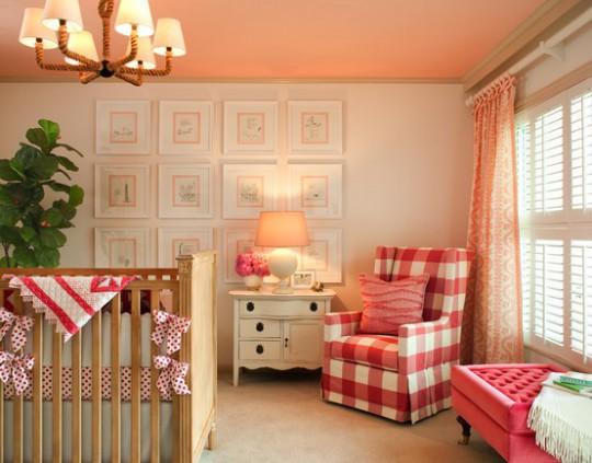 Нежная цветовая гамма потолков в детской