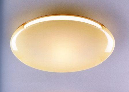 Светильник в коридор потолочный с матовым стеклом и рассеивающим светом подойдет лучше всего