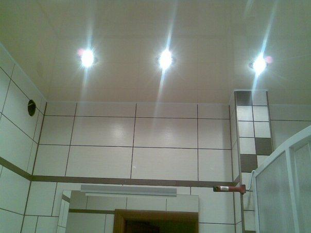 Потолки в ванной своими руками фото