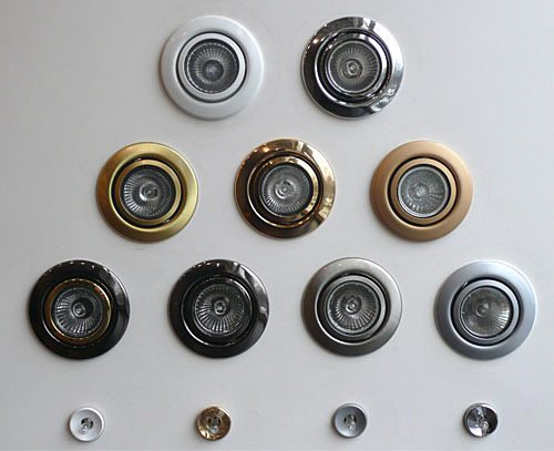 Галогенные потолочные светильники для ванных комнат