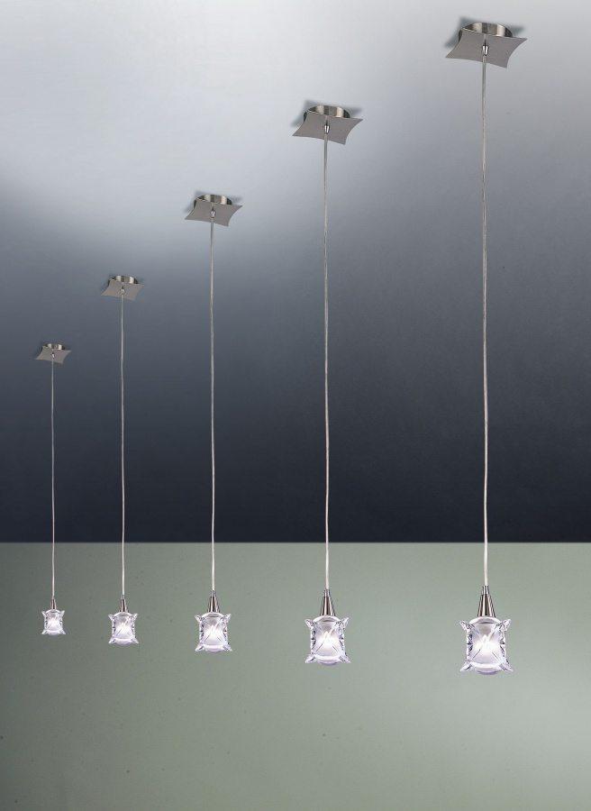 Одноламповые подвесные светильники можно располагать в любом месте потолка, подчеркивая дизайнерские решения в помещении.