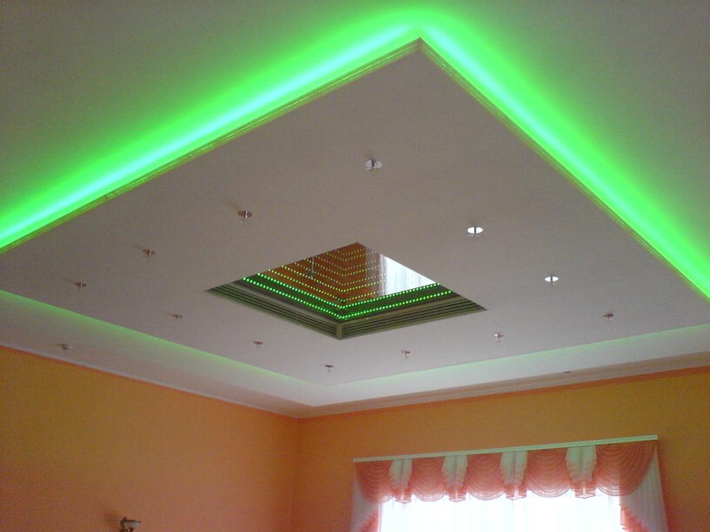 Потолок с оригинальной светодиодной подсветкой