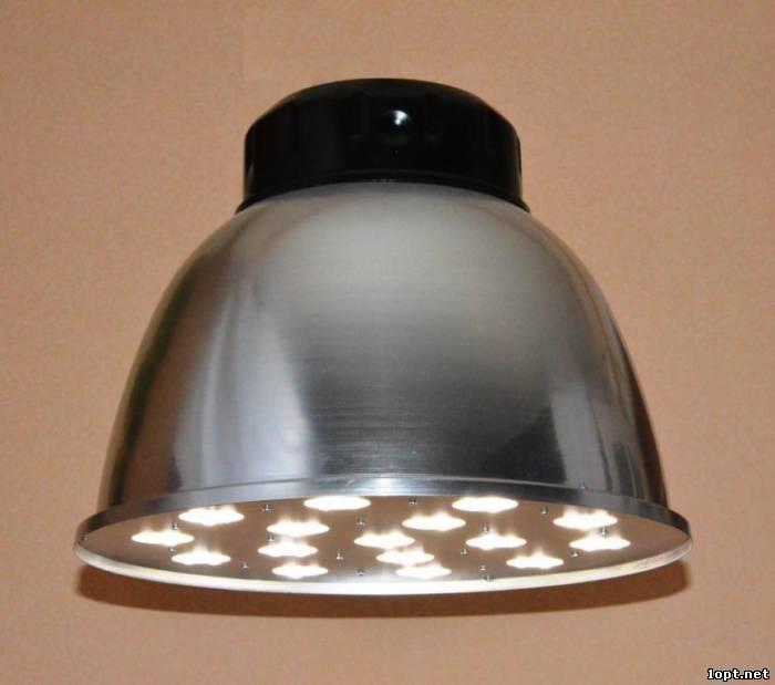 Люстра светодиодная для ЖКХ – максимально защищенная конструкция.