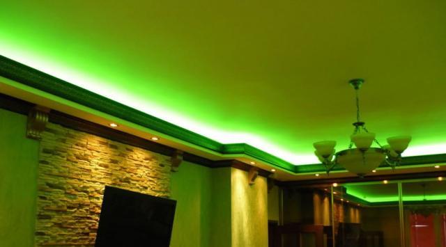 Декоративная подсветка натяжного потолка светодиодной лентой – шикарный дизайн.