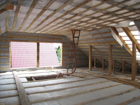 Теперь потолок утеплен и надежно защищен со всех сторон