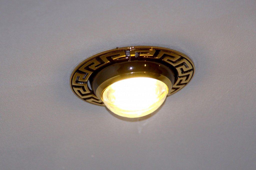 Встроенный точечный светильник