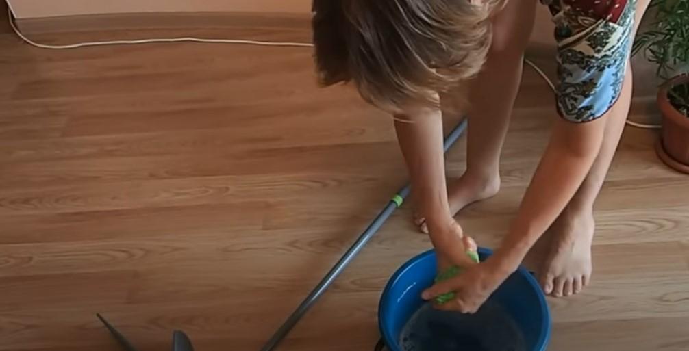 Как мыть натяжные потолки. На раз, два, три!