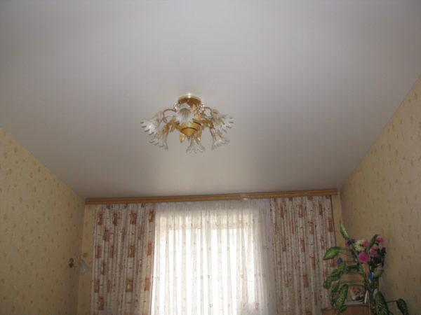Учтите, что потолок, покрытый этим составом, мыть нельзя.