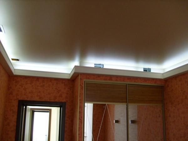 Ультрамодное оформление – плинтус для подсветки.