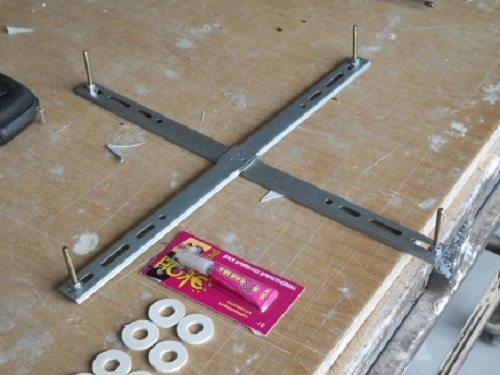 Установка люстры на натяжной потолок своими руками с помощью подробной фото инструкции и видео
