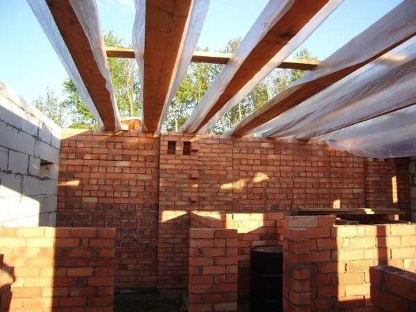 Нам предстоит сделать потолок не только привлекательным внешне, но и теплым.