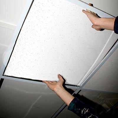 Укладка плитки на потолок.