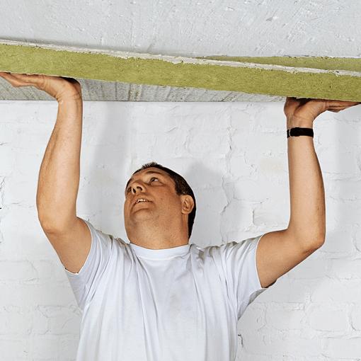 Как утеплить потолок изнутри, сократив до минимума утечки тепла через перекрытие? Давайте попробуем разобраться.