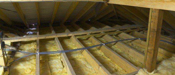 Утепление потолка минватой со стороны чердака