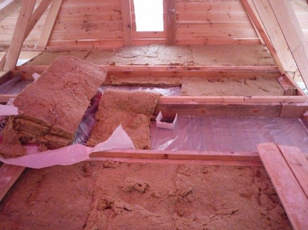 Утепление потолка со стороны чердака