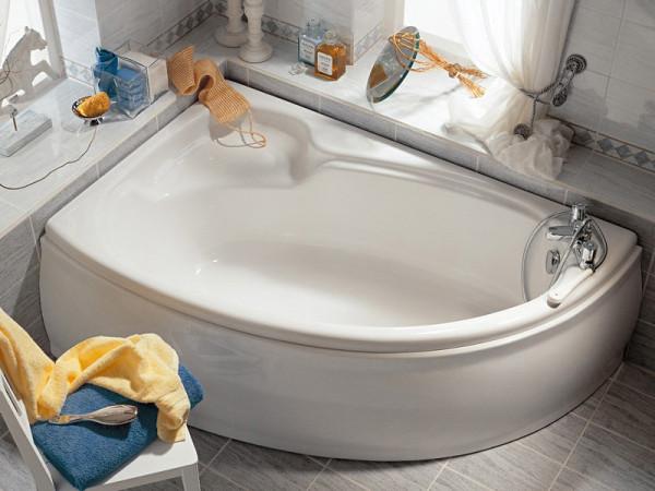 Ванна без карниза со шторкой не только выглядит непривычно, а еще и многое теряет в плане удобства применения.