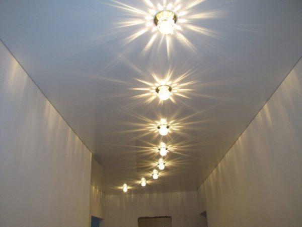 Вариант освещения длинного коридора