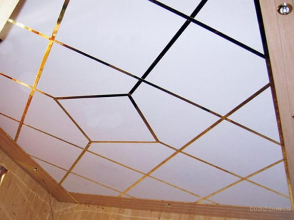 Вариант потолка из плиты Армстронг