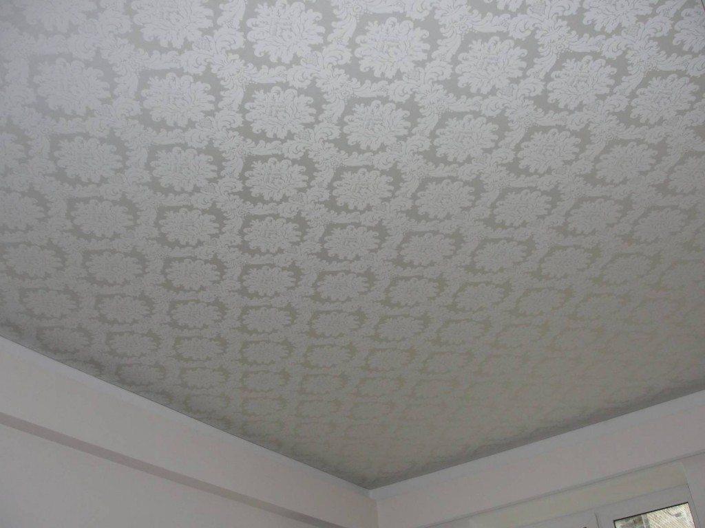 Тканевый натяжной потолок с узором и матовой фактурой