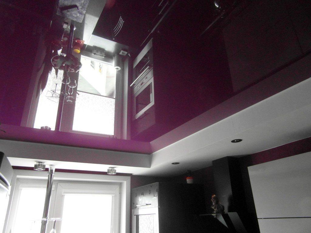 Глянцевая фактура дает объемное отображение и обеспечивает стильный дизайн потолка