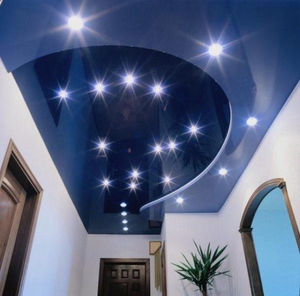 Включая и выключая подсветку, вы можете менять уровень яркости освещения комнаты.