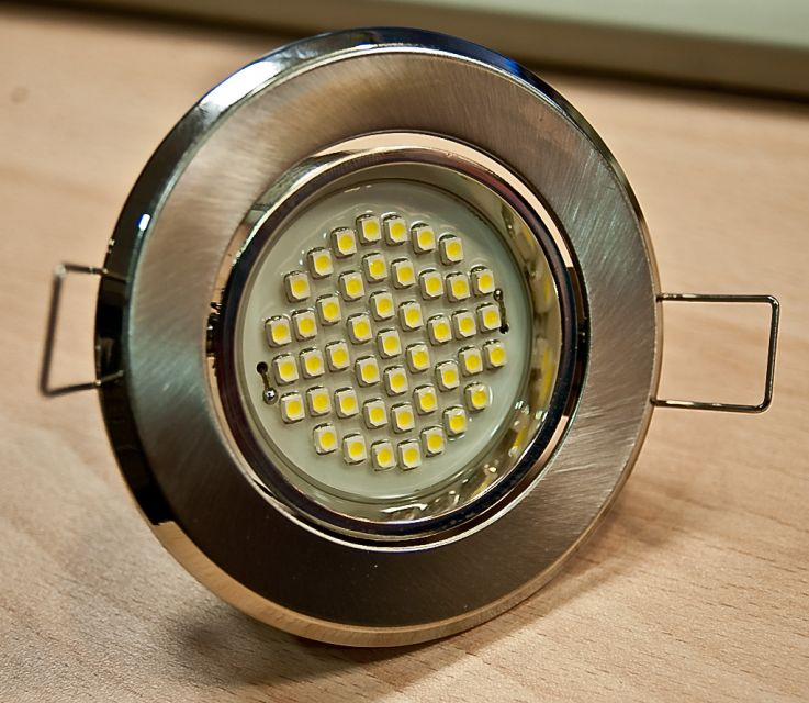 Светодиодному светильнику не нужен рефлектор.