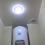 Вытяжка на потолке в туалете