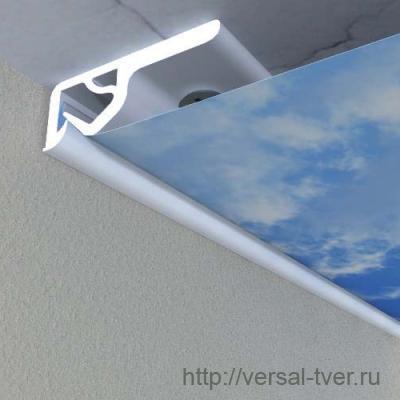 Тканевый потолок легче закрепить и труднее испортить неопытному монтажнику.