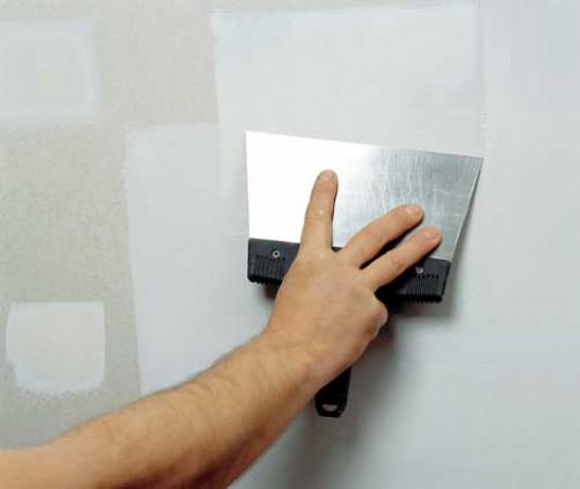 Замазка трещин в гипсокартонном потолке