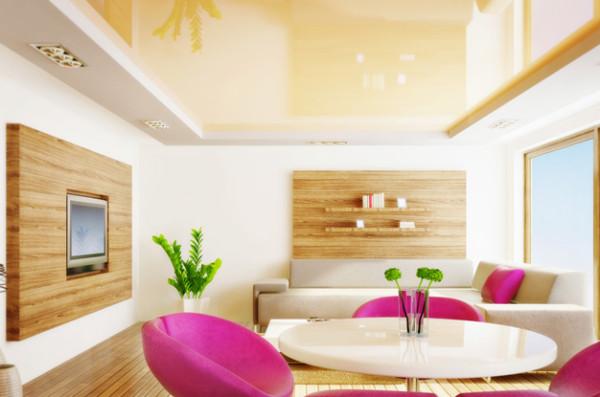 Зеркальные матовые натяжные потолки в сочетании с естественным освещением и специально подобранной мебелью способны создать просто сказочную атмосферу уюта