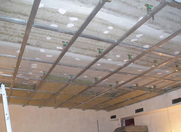 Звукоизоляционные материалы для потолка: виды и выбор материала
